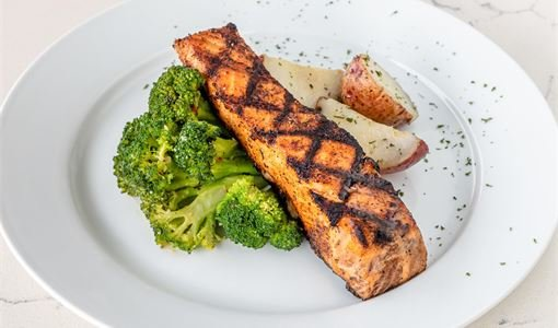 plate-salmon-steak-with-broccoli
